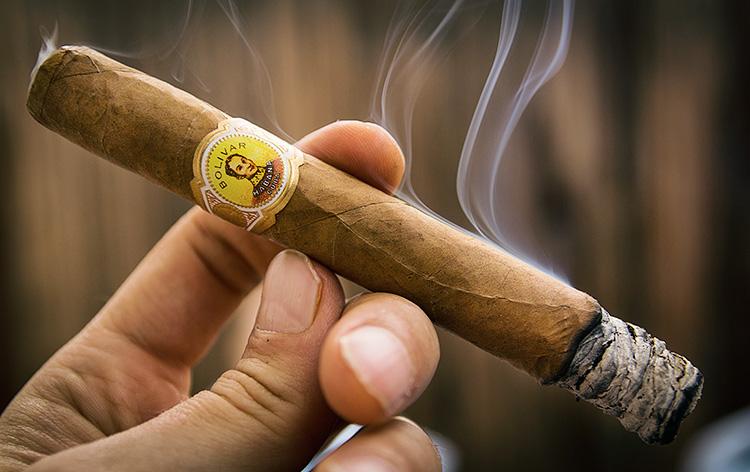 Как подготовить сигару к курению?